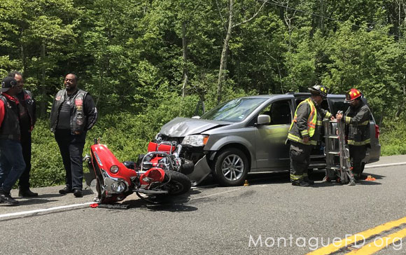 Minivan and Mortorcycle Accident‏